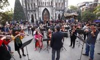 """Konzert """"Glück"""": Musikproduzent Slim V bringt dem Publikum akademische Musik"""