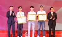 """Auszeichnungsfeier für den Wettbewerb """"Jugendliche lernen und arbeiten nach dem Vorbild Ho Chi Minhs"""" 2019"""