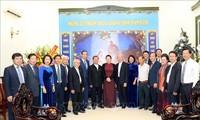 Weihnachtsfest: Parlamentspräsidentin besucht die Kommission für Solidarität der katholischen Kirche Vietnams