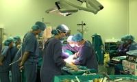 Vietnam führt zum ersten Mal Leber- und Nierentransplantation für einen Patient durch