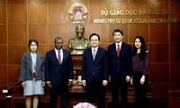 Bildungsminister Phung Xuan Nha empfängt den angolanischen Botschafter in Vietnam