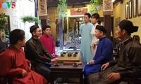 Fünf-Streifen-Kleid Ao Dai für Männer: traditionelle Schönheit beim Neujahrsfest Tet