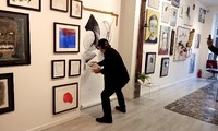 Malerauftritt mit Musik von Jacob Reymond mit vietnamesischen Künstlern