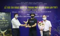 Komponist Huy Tuan wird mit Verdienst-Pokal geehrt