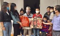 Vietnamesen freuen sich über das Hilfspaket der Regierung in der Zeit der Covid-19-Epidemie