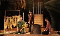 """Theaterstück """"Die Übrige"""" auf der Bühne des Opernhauses Hanoi"""
