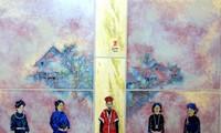 Ausstellung von Lackbildern des Malers Do Duc über Trachten der ethnischen Minderheiten