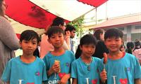 Deutsche Botschaft unterstützen Kinder aus schwierigen Verhältnissen im Ba Vi Distrikt