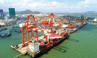 Waren durch Seehäfen erhalten das Wachstum aufrecht