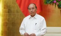 Premierminister Nguyen Xuan Phuc leitet Regierungssitzung über Covid-19-Bekämpfung