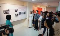 """Ausstellung """"Nationalflagge, Nationalhymne, Nationalwappen: Symbol des Stolzes des vietnamesischen Volkes"""""""