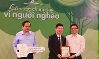 Fußballklub Hanoi unterstützt den Fonds für arme Menschen 37.000 Euro