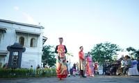 Designer Viet Bao stellt einen Raum für das Ao Dai Hue vor