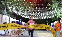 """""""Goldene Frau des vietnamesischen Sports"""" gewinnt den Wettlauf VnExpress Marathon Hanoi Midnight 2020"""