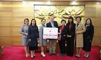 Vietnamesisch-Kanadische Freundschaftsgesellschaft überreicht Gelder vom Laufwettbewerb für Kinder in Hanoi