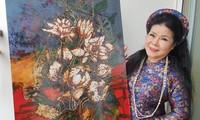 """Malerin Van Duong Thanh schenkt dem Museum Phu Yen Gemäldesammlung """"Heimatsee"""""""