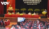 Abgeordnete des Parlaments führen professionelle und moderne Arbeit
