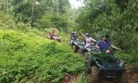 Erlebnis mit Motocross ATV durch den Wald in Dong Mo