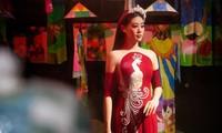 Schönheitskönigin Khanh Van stellt die Kultur und den Tourismus Vietnams in den USA vor