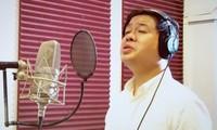 """Sänger Dang Duong ermutigt den Geist der Covid-19-Bekämpfung durch das Lied """"Warten auf Siegestag"""""""