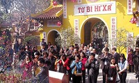 Buddhist temples packed with visitors during Tet