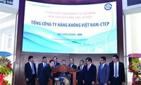 Vietnam Airlines stock debuts on HCM city bourse