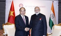 Vietnamese, Indian PMs discuss COVID-19 fight