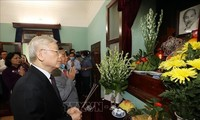 Top leader pays respect to President HCM as Vietnam celebrates National Day