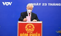 Vietnamese begin voting for new NA, People Council members
