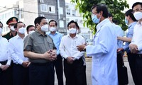 PM inspects COVID-19 response in Binh Duong province