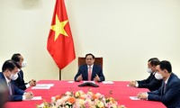 Vietnamese, Czech PMs discuss cooperation in COVID-19 fight