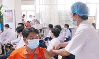 Petrovietnam gives top priority to COVID-19 vaccination