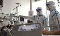 Vietnam mulls more options for COVID-19 treatment