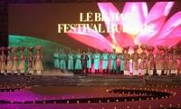 พิธีปิดงานเฟสทีเวิลเว้2012 ณ จตุรัส Phu Van Lau ในพระราชวังชั้นในของกรุงเก่าเว้