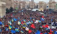 รัสเซีย อียูและสหรัฐ ควรมุ่งสู่การสนทนาต่อวิกฤตการเมืองยูเครน