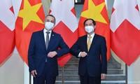 เวียดนาม-สวิตเซอร์แลนด์เสริมสร้างความไว้วางใจกันอย่างลึกซึ้งและส่งเสริมความร่วมมือในช่วงหลังวิกฤตโควิด-19
