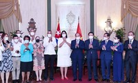 ประธานประเทศเหงวียนซวนฟุกย้ำ ชาวเวียดนามยืนเคียงบ่าเคียวไหล่กับชาวคิวบาเสมอ
