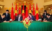 Vietnam and China promote trade and investment cooperation