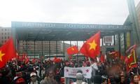 Overseas Vietnamese protest China's violation of Vietnam's sovereignty