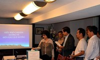 Vietnamese in Canada support homeland islanders