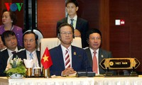 Prime Minister Nguyen Tan Dung attends 25th ASEAN Summit