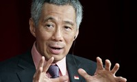 Singapore's Prime Minister urges ASEAN countries to join hands in settling regional issues