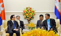 Cambodian leaders briefed on outcomes of Vietnam's 12th National Party Congress