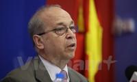 US pledges to help Vietnam implement TPP
