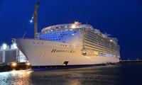 """世界最大邮轮""""海洋和谐""""号下水"""