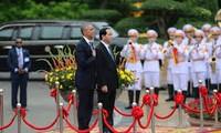 美国总统宣布完全解除对越出售杀伤性武器禁令吸引国际媒体的关注