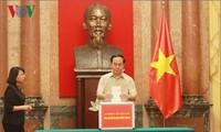 越南全国继续支援中部受灾同胞