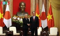 陈大光主持正式欢迎仪式并会见日本天皇和皇后