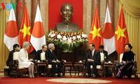 日本媒体纷纷报道日本天皇明仁访越的消息