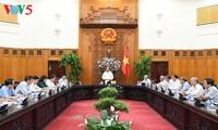 阮春福与越南退休教师协会座谈
